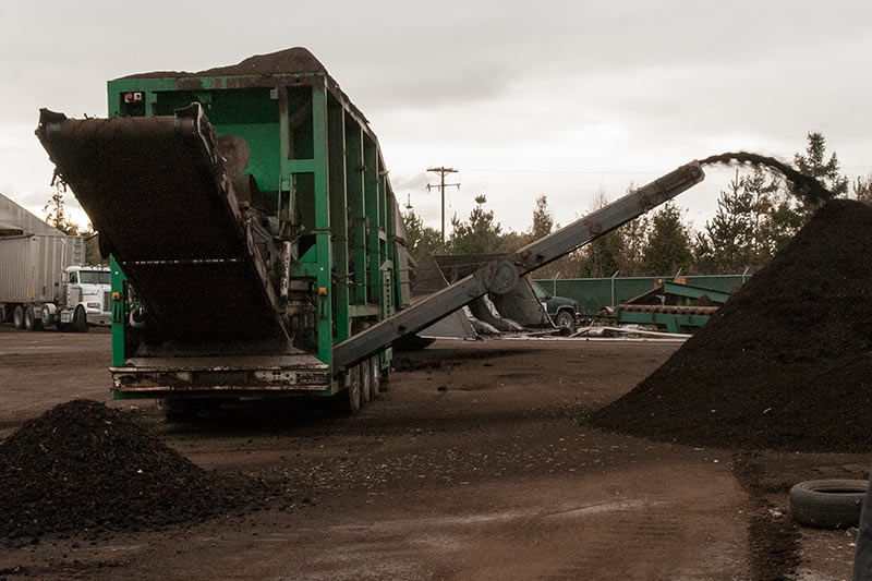 Sorting machine piling compost for sale and oversized pieces